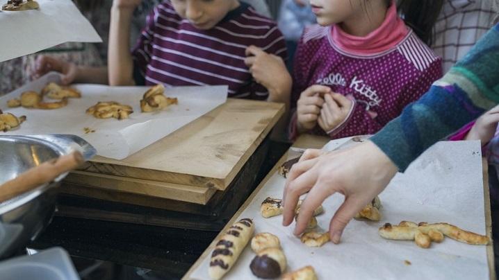 Imagen banner ¡A cocinar en familia!:  Ven a los talleres de postres navideños