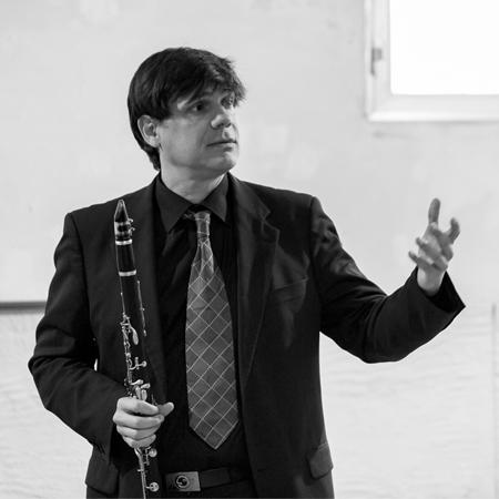David Salinas, director BANNER LATERAL.jpg