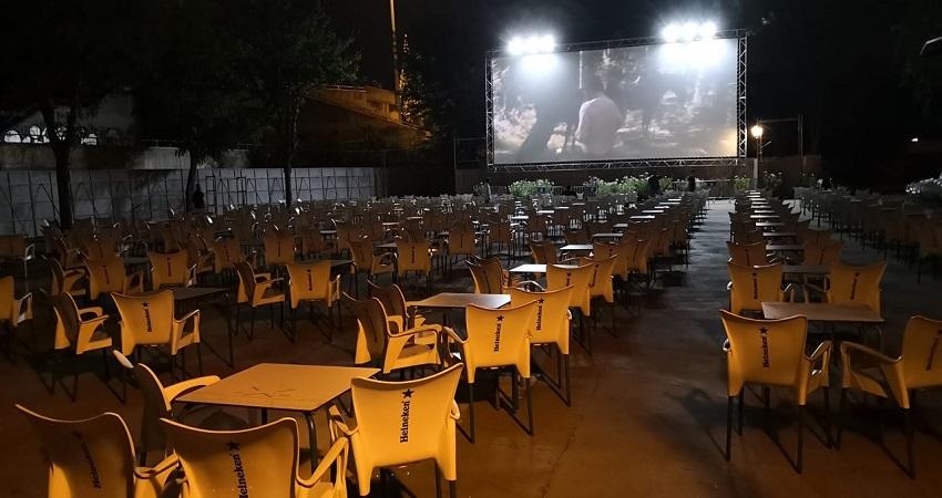Montaje del Cine de Verano de La Bombilla 2020